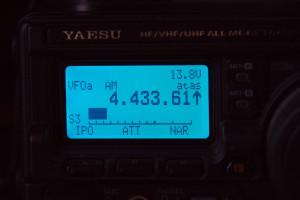 Monitor met je set of een frequentieteller de frequentie van de meetzender