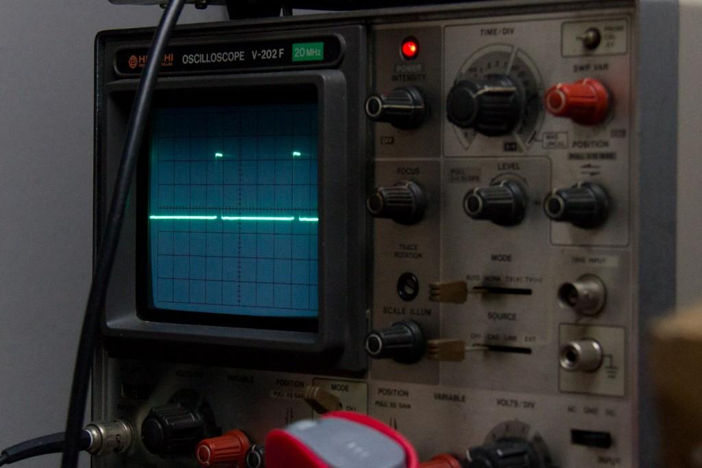 Uitgaande sync signaal van de SAA1101P