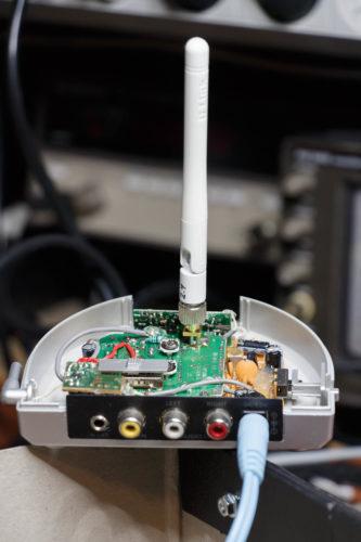 Ik heb de richtantenne (PCB antenne) verwijderd en een rondstralende antenne gemonteerd (van een router).