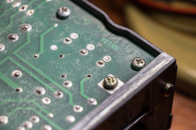 Racal Dana 1992 - Slechte soldeerverbindingen