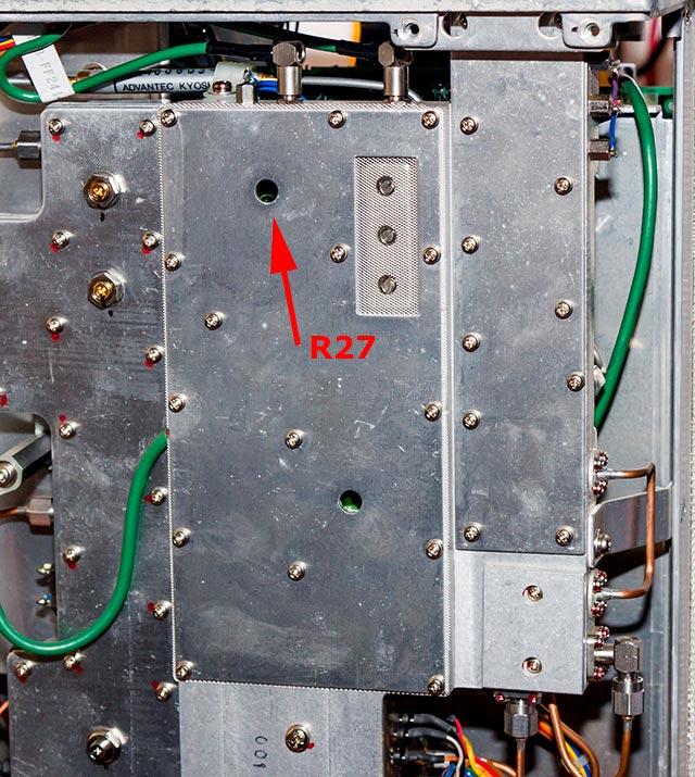 R27 zit daar. Afregelen op -30dBm output uit de BNC connector.