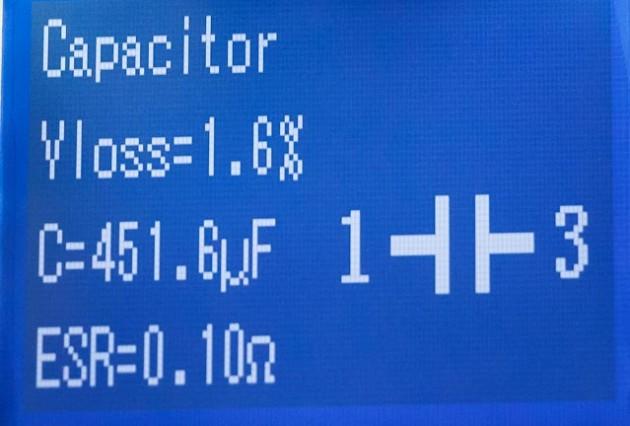 Dit werd de nieuwe elco. Veel beter! Een keurige ESR van 0,1 Ohm.