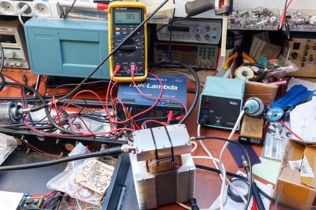 Stroomopname bij 24V en een Rf vermogen van 49,2dBm is 7,85A