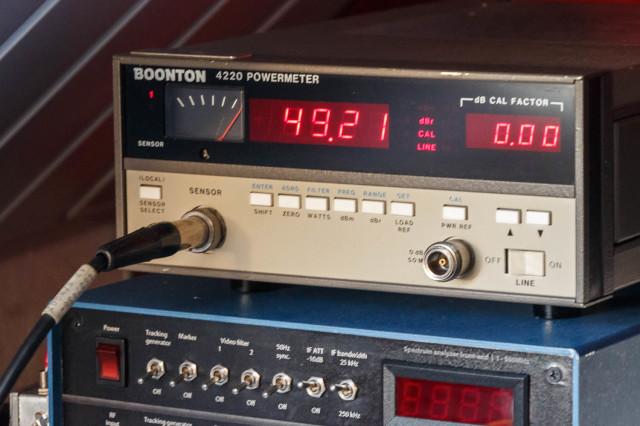 RF vermogen in dBm. De meter staat in dBr mode (relative), omdat ik een offset had ingesteld van de verzwakker. Anders zou het meetkopje oproken.