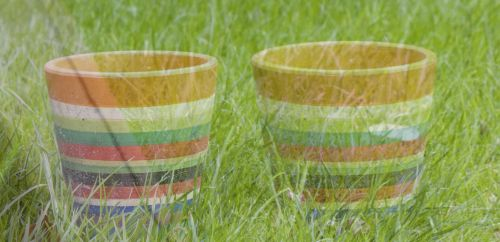 Oranje potten naast elkaar