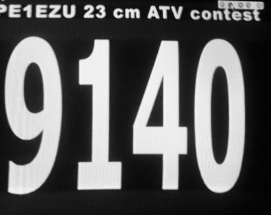 """Wim PE1EZU (echter met John achter de zender en ook Berry achter het log) kwam heel sterk door! Dit waren de """"Biggen"""" uit Breukelen."""