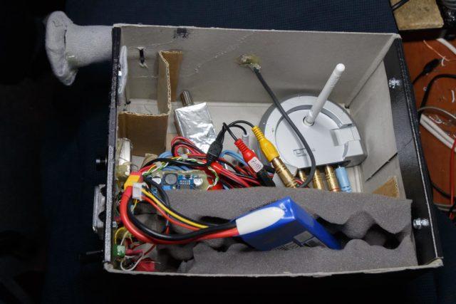 De binnenzijde is speels uitgevoerd met wat overbodige componenten om de kids te interesseren